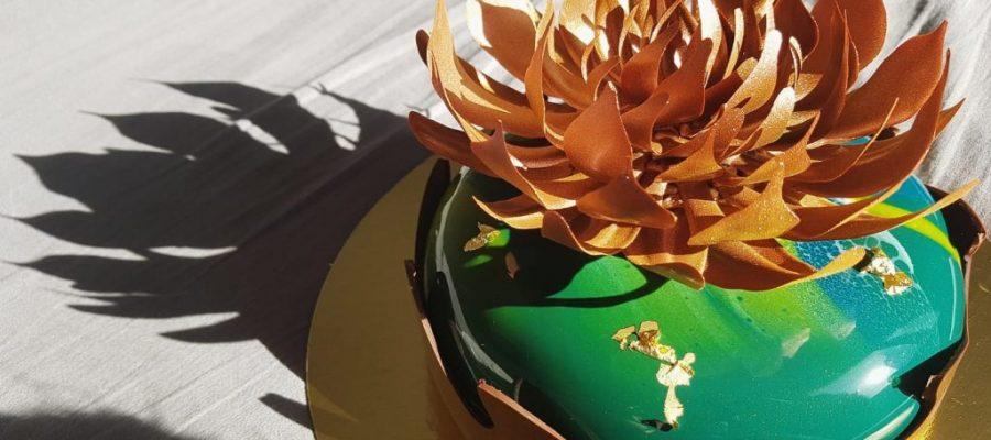 Bronte – Modern mousse cake   Inskickad av Giovanni Ferrera Ett smycke att placera på bordet, värdig vilken fest som helst! Tekniskt kunnande, smakfull kombination och mycket vacker! Se bidraget här
